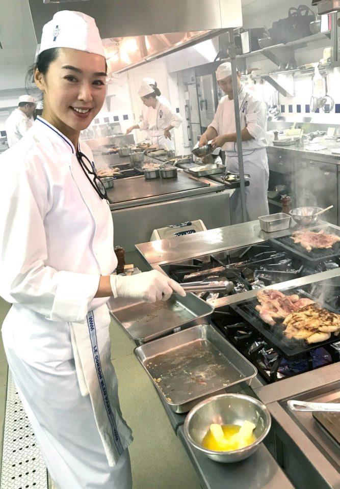 王靜瑩赴日本學習法式料理。圖/寶麗來提供