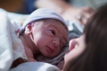 還記得第一次見到「寶寶」的反應嗎?網友:黏黏的小老頭XD
